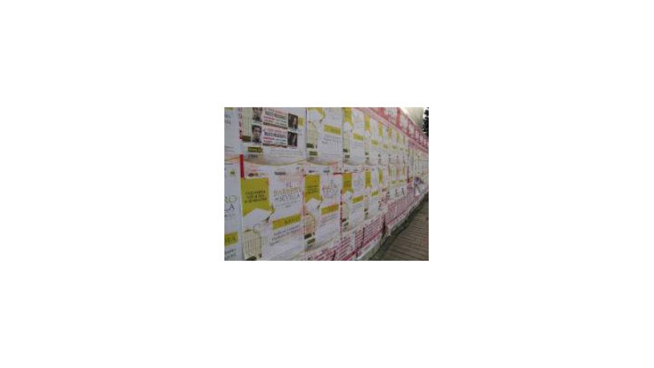 Muros invadidos por carteles promocionales