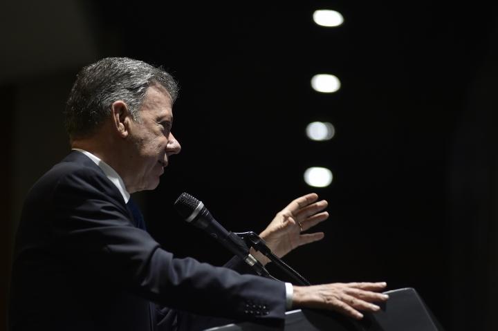 A pocas horas de entregar el poder, Santos resaltó que su gobierno caracterizó por la transparencia y su lucha por la corrupción.