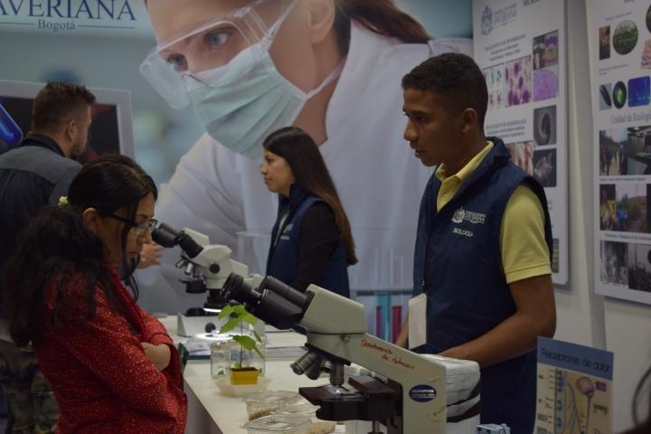 La Universidad Javeriana estuvo presentando sus programas en Ciencias Naturales