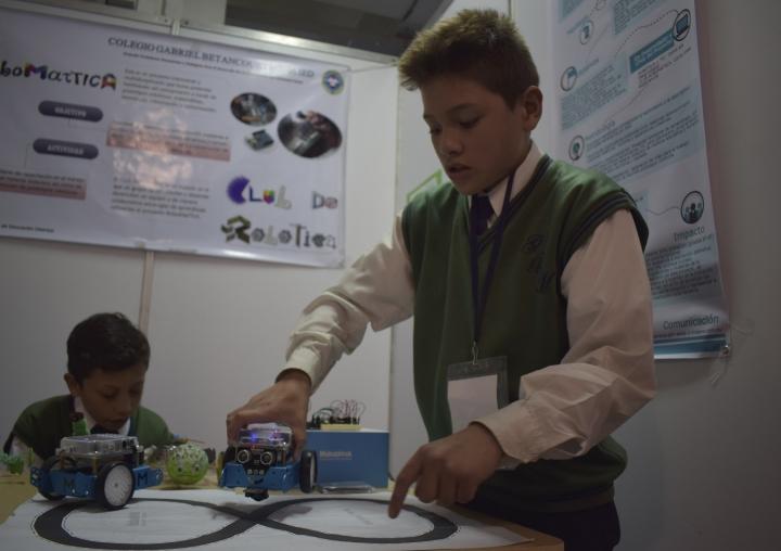 En los colegios también se está trabajando en robótica