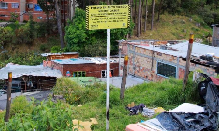 Aviso de predio en alto riesgo mitigable en el Altofucha