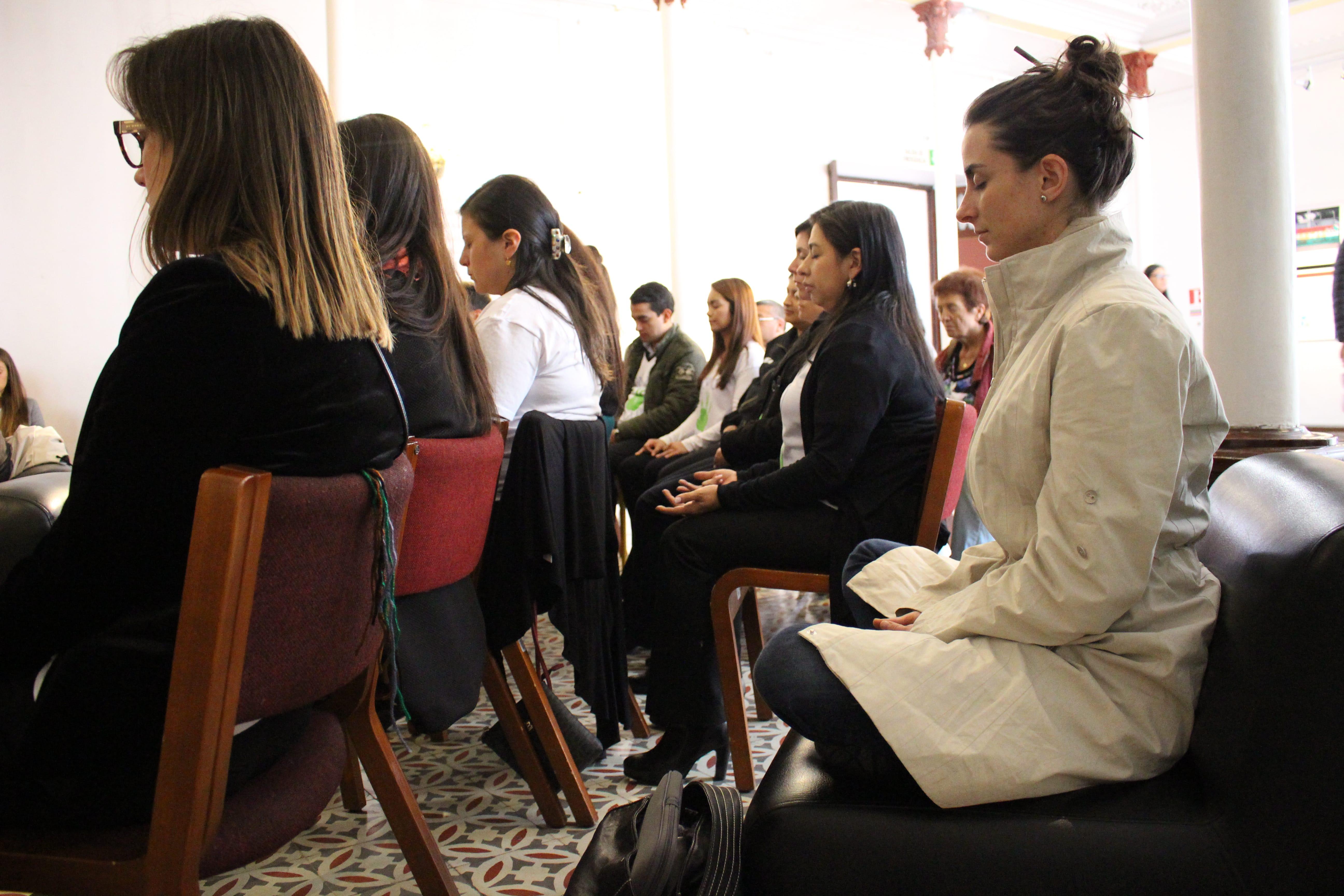 Actividad realizada en sede Claustro con motivo de enlazados por la paz.