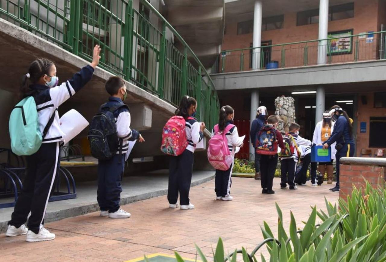 Cuarentena y presencialidad, los estudiantes de Bogotá regresan a las aulas en un modelo mixto