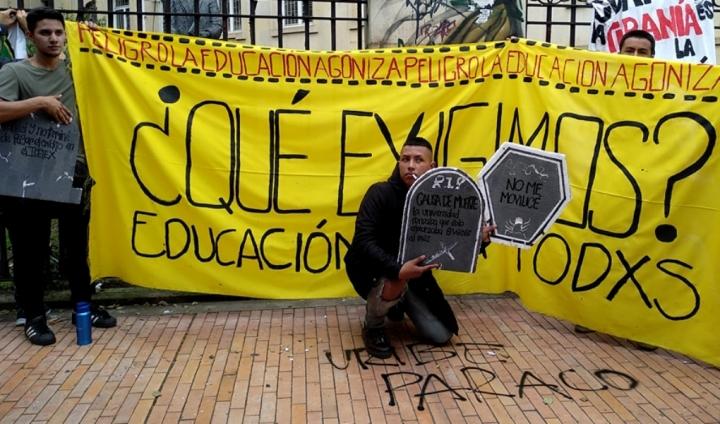Los manifestantes reclaman al gobierno que cualquier joven pueda acceder a la educación sin adquirir deudas fuera de su capacidad. Foto: Jessica Zapata