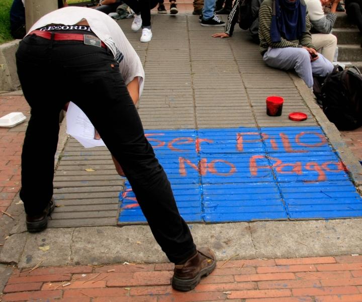 """""""Ser Pilo no paga, si lo público se acaba"""" era uno de los cantos más repetidos por los manifestantes. Foto: Jessica Zapata"""