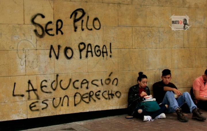 Los estudiantes también mostraron su inconformidad frente al programa 'Ser Pilo Paga'. Foto: Jessica Zapata
