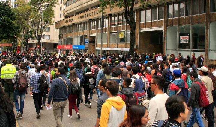 La movilización avanza por la calle 19 de Bogotá. Foto: Jessica Zapata