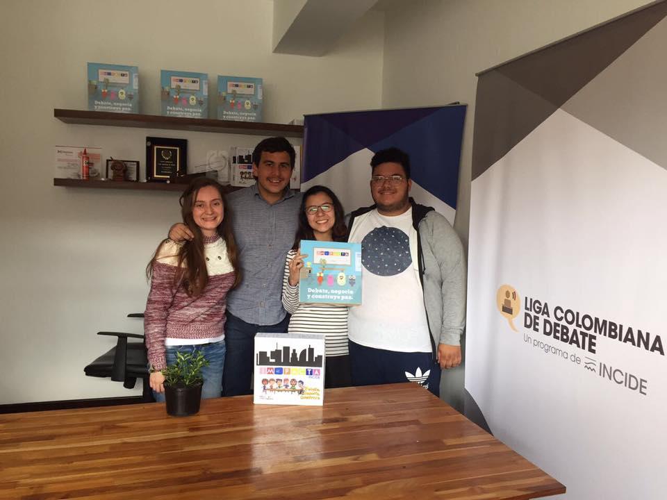 Grupo de jóvenes apuesta al cambio social por medio del debate