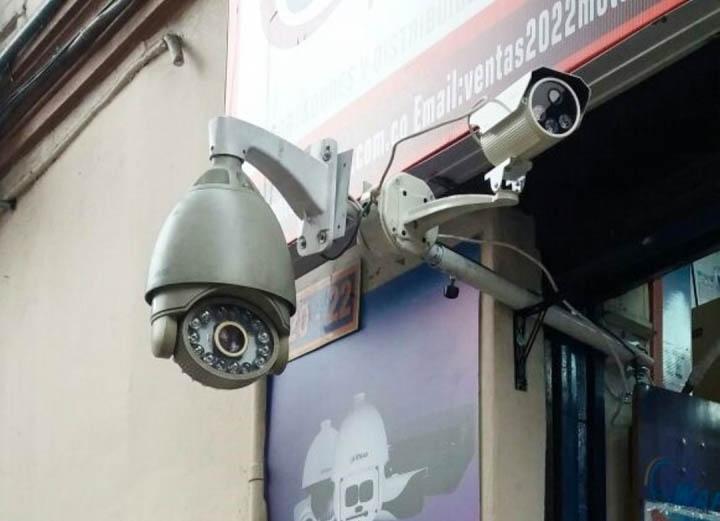 El lente de las cámaras será oscuro para que los posibles delincuentes no sepan en qué momento está grabando. Crédito foto: Daniela Junco