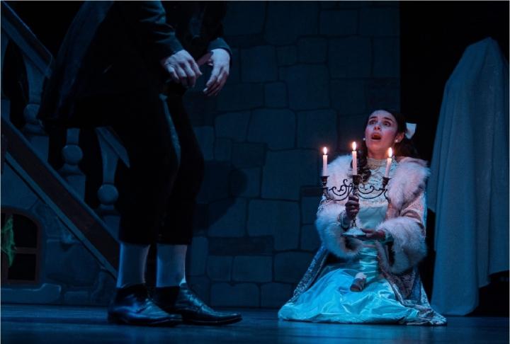 Katheryn Martínez, actriz del Teatro Libre en la obra El Castillo de Canterville.