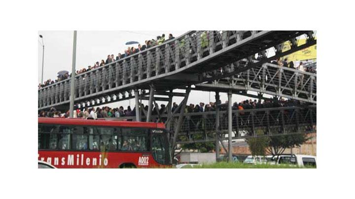 La estación Toberín de TransMilenio no da abasto para los usuarios del sistema.