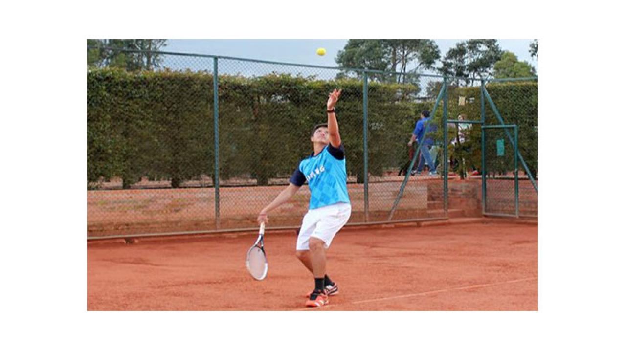 Jaime Peña, campeón universitario de tenis en Bogotá