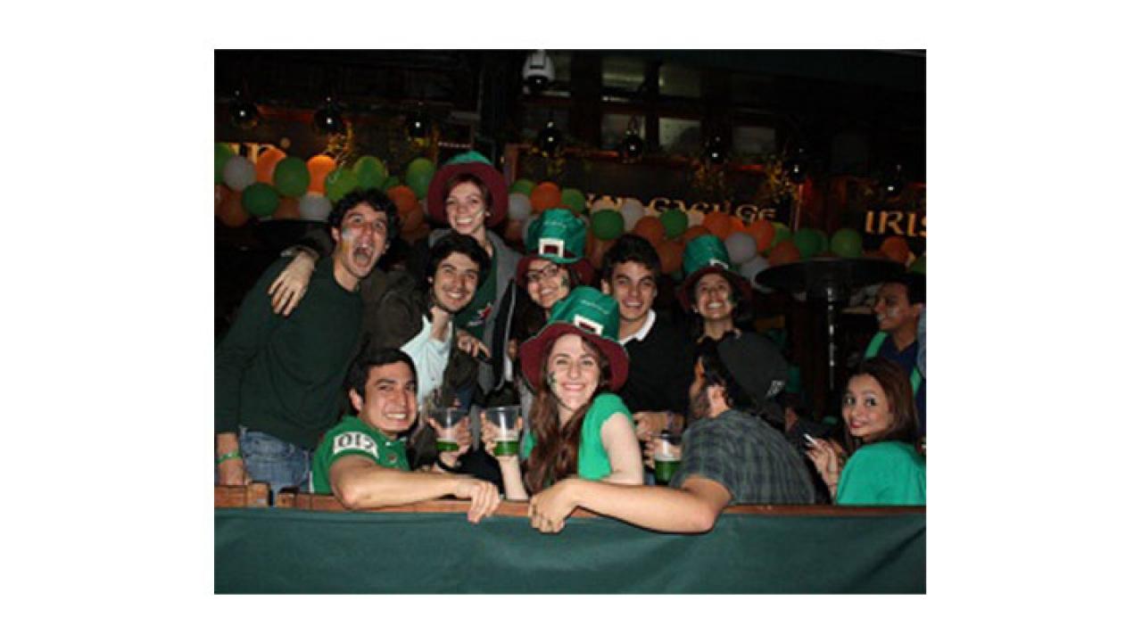 San Patricio vistió de verde a Bogotá