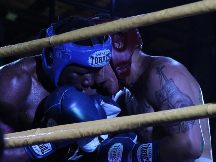 Noche de combates en la capital