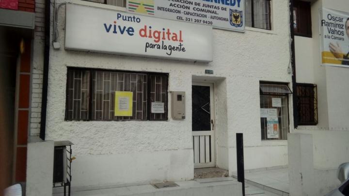 Punto Vive Digital en Kennedy Central. Crédito fotografía: Laura Cortes Lamilla.