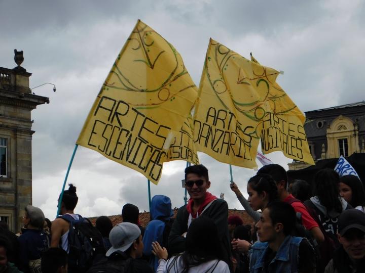 Los estudiantes de la Universidad Pedagógica Nacional protestando por un mayor financiamiento para su educación. Esta es una de las pocas universidades que tiene una facultad de artes en Bogotá.