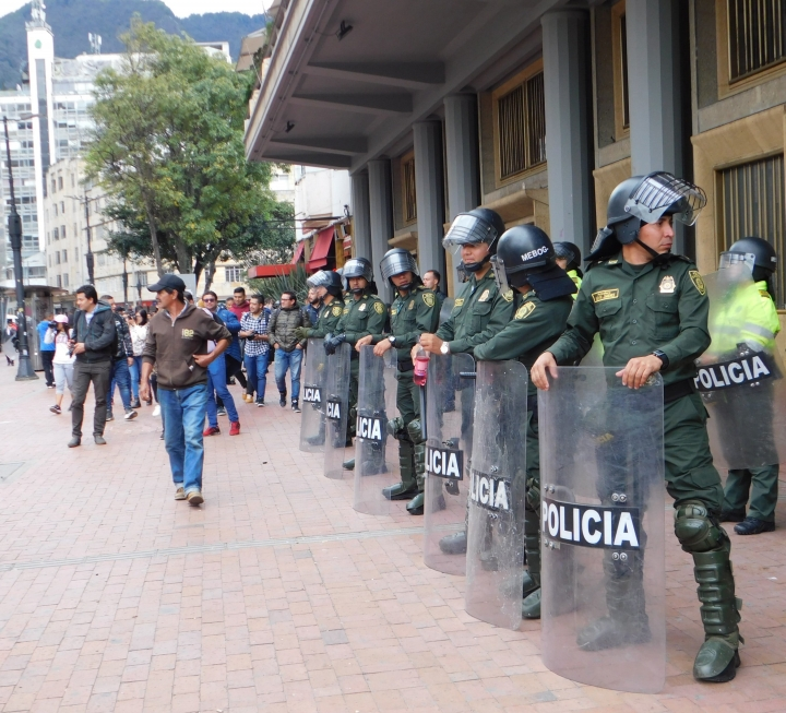 Policía Nacional cerca la carrera Séptima y al Eje Ambiental