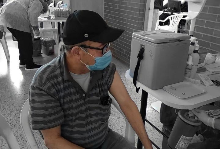 Segunda etapa de vacunación para adultos de 60 y 79 años en Colombia