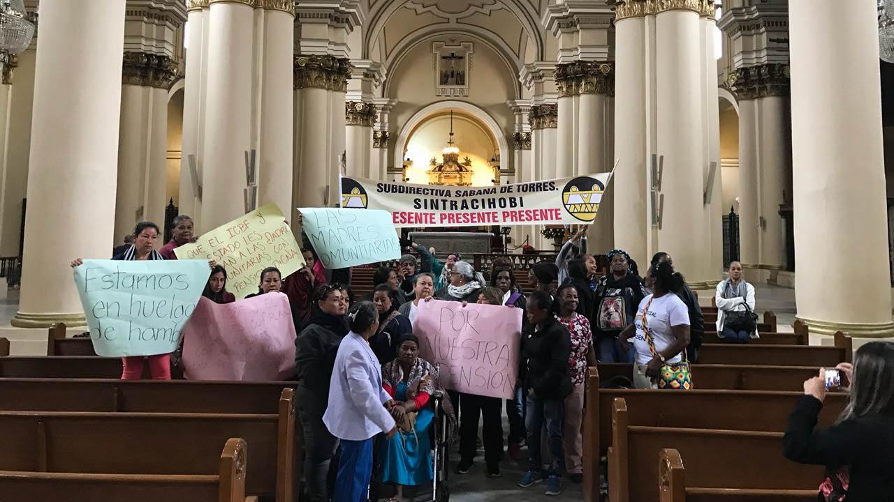 Madres comunitarias se toman la Catedral Primada de Colombia