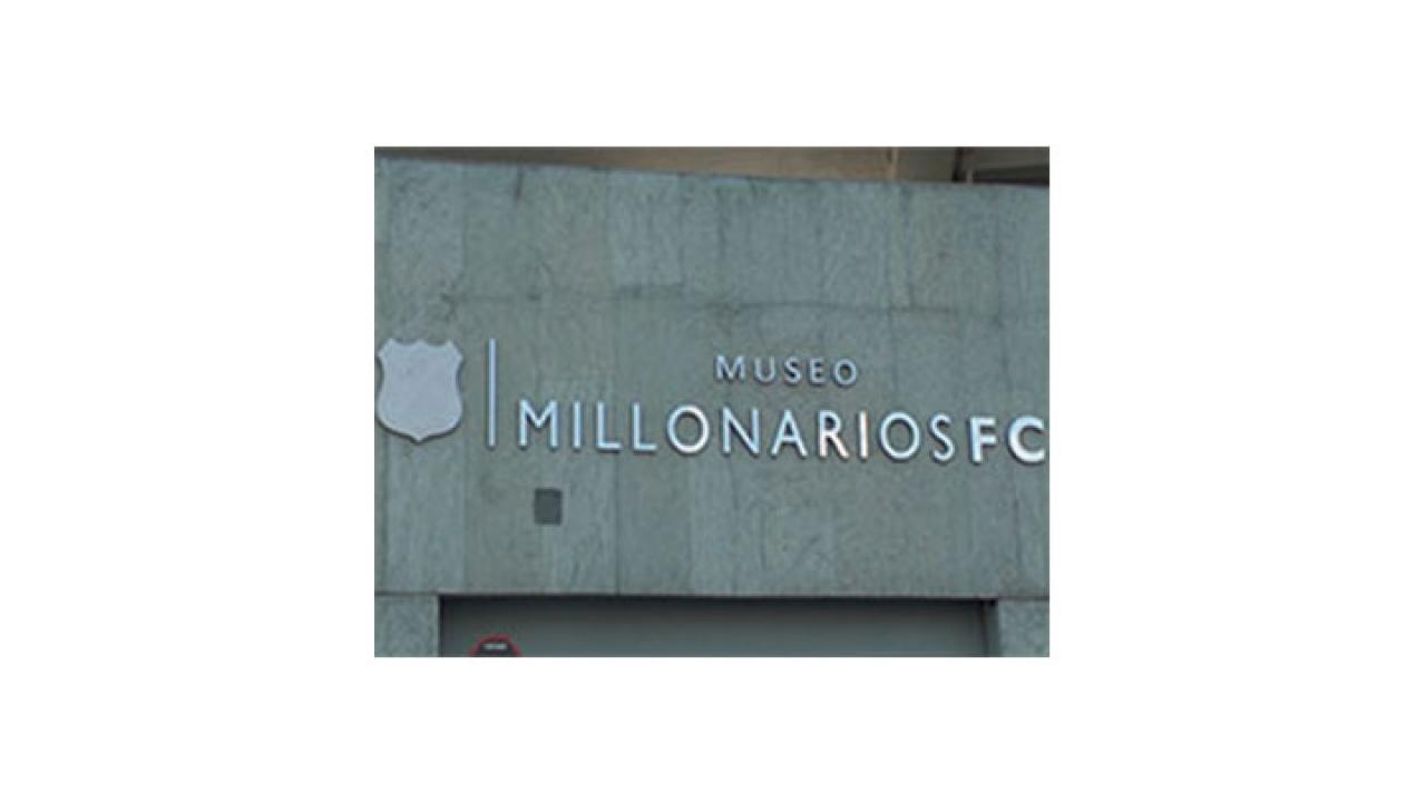 José 'Chepe' Díaz visita el nuevo Museo de Millonarios