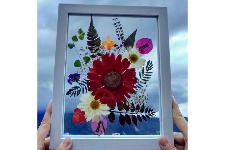 Cuadro con flores naturales prensadas