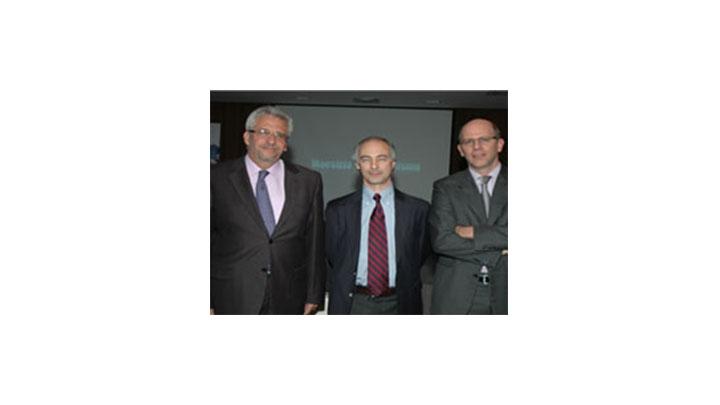 En el evento estuvo inaugural de la maestría de Periodismo estuvo presente el rector de la Universidad del Rosario, Hans Peter Knudsen Quevedo (izquierda de la foto)