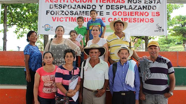 Miembros de Asocolvirt (Asociación Colombiana de Víctimas de Restitución de Tierras)