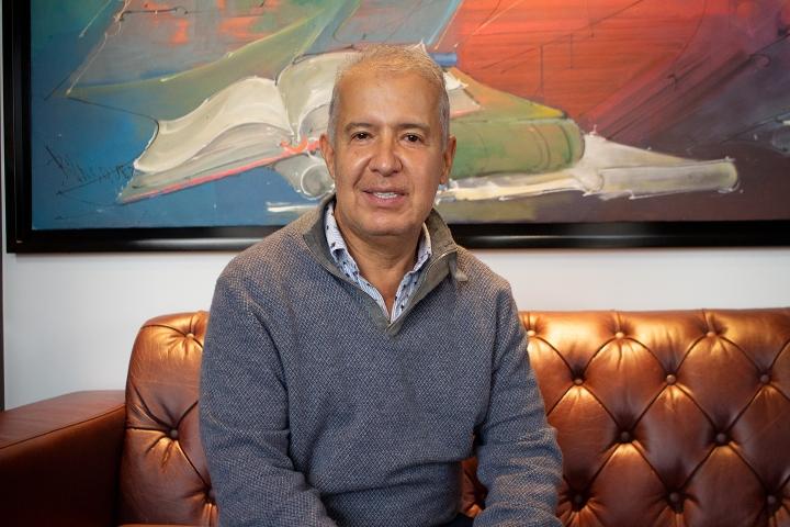 Oficina de Mario Iguarán en el bufete Mario Iguarán abogados asociados.