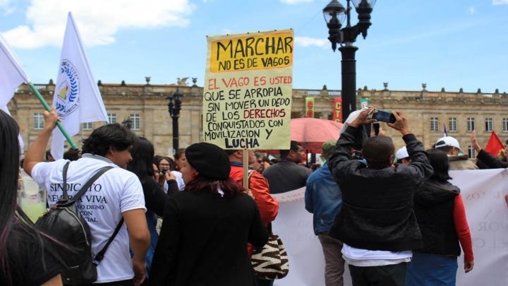 Miembros del sindicato Memoria Viva en su entrada a la plaza para la reunión de todos los manifestantes