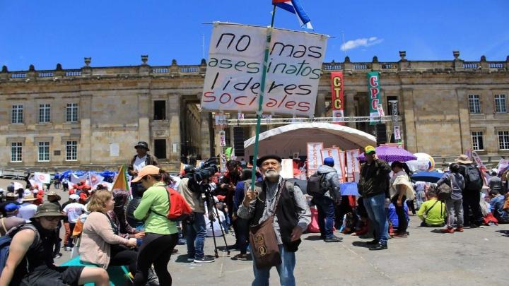 Algunos manifestantes también se pronunciaban sobre el asesinato de líderes sociales en el país