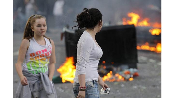 Los disturbios se extendieron a otras ciudades de Inglaterra.