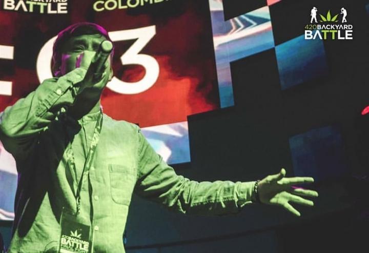 Lumiere representando a Colombia en una competencia internacional española.