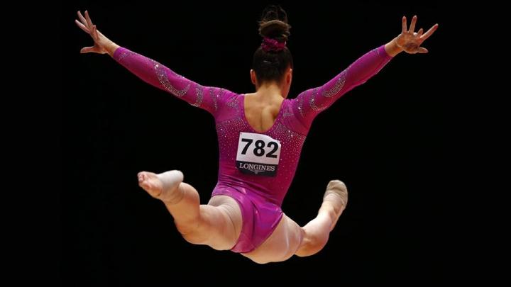 Cuando se está en el aire todo se detiene alrededor. Ya no hay forma de arrepentirse. El próximo paso es aterrizar a salvo, sin huesos rotos, lesiones de tobillo o sin equilibrio que arruine la puntuación.