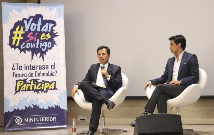 El ministro del Interior, Guillermo Rivera, en el centro. Foto por: Juan Pablo Hernández Uribe