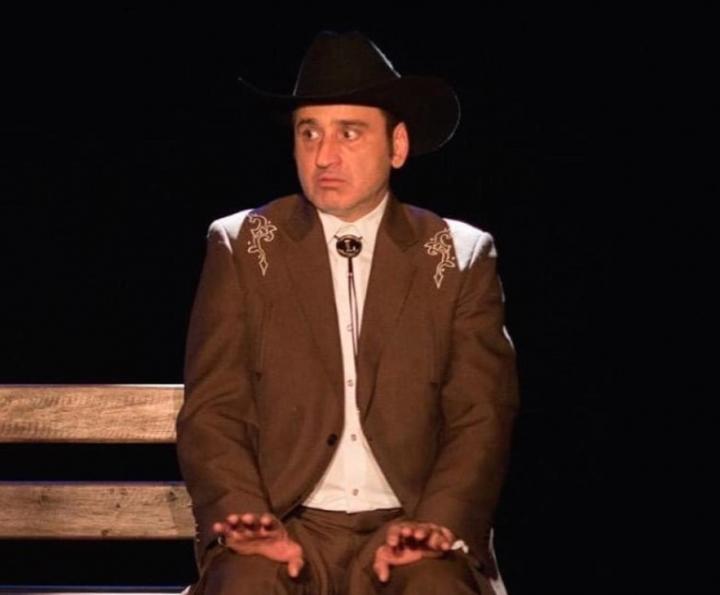 El actor ha compartido escena con Rafael Perrín, Adriana Arango, Manolo Cardona, Fernando Solórzano, Jorge Cao, entre muchos otros