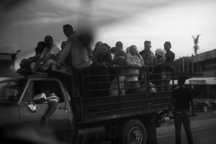 Venezolanos en la frontera de Paraguachón (La Guajira, Colombia)