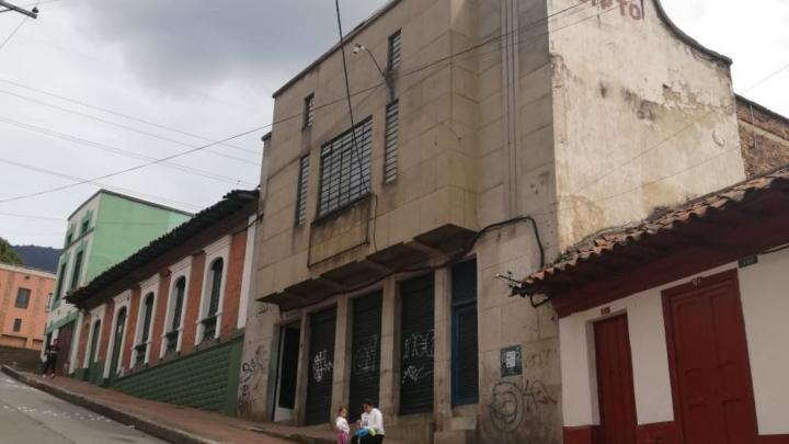 El antiguo Teatro Egipto se encuentra exactamente en la calle Décima, diagonal a la Parroquia Nuestra Señora de Egipto.