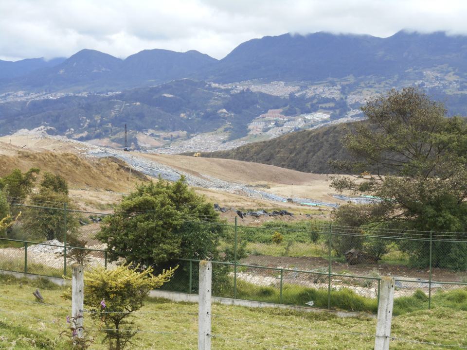 Doña Juana: hogar de lo inútil que es útil