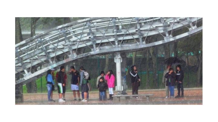 Refugio en los puentes peatonales durante época invernal