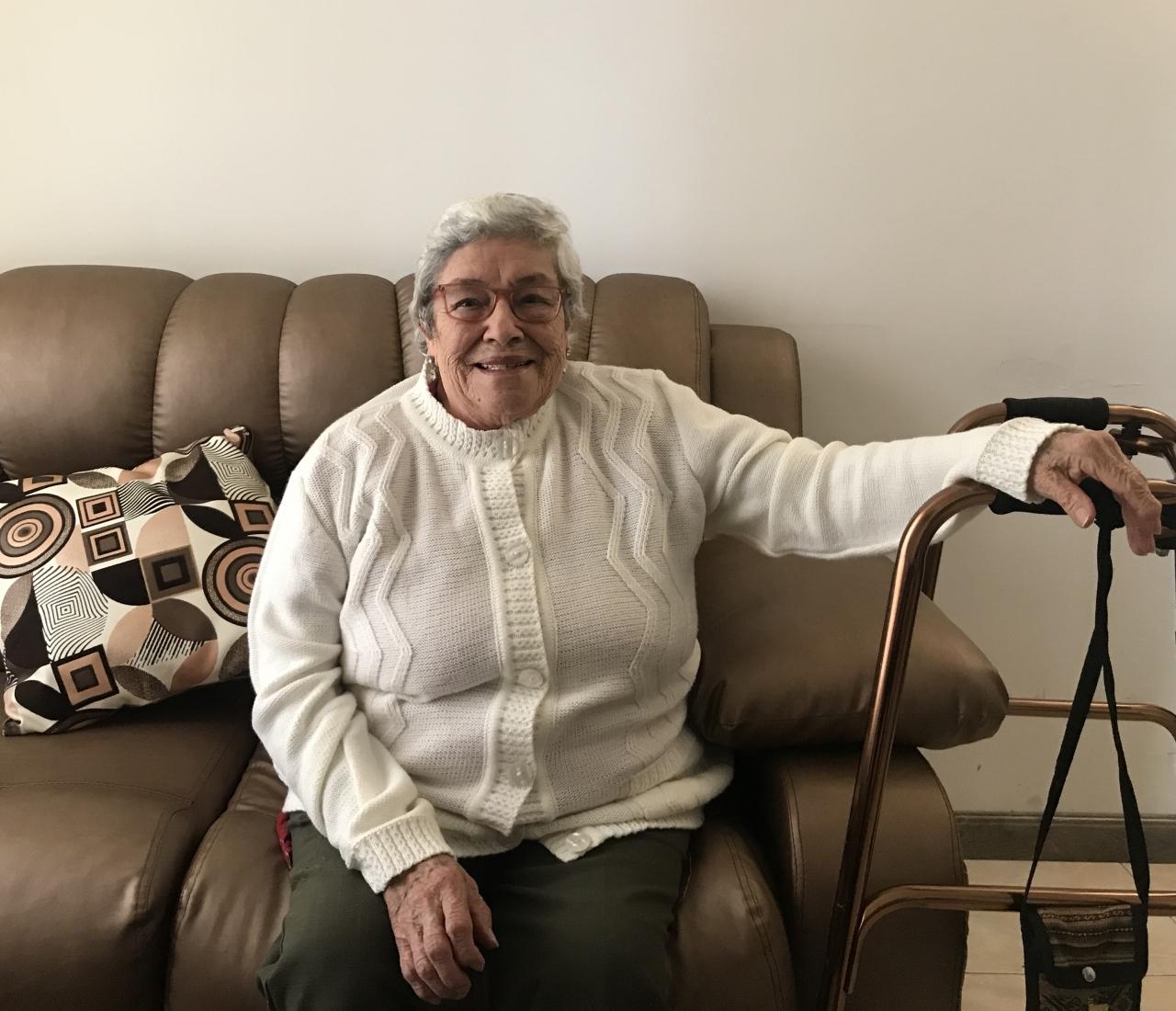 """""""Ser viejo no es sinónimo de muerte"""", afirma Aura Inés Rodríguez, que a sus 85 años vive por primera vez una pandemia"""