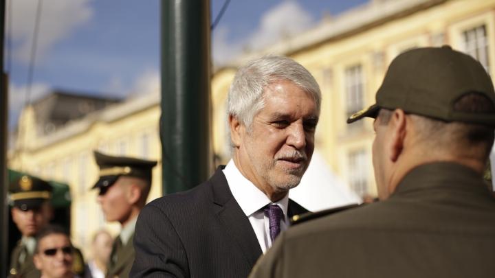 Retrato del alcalde Enrique Peñalosa en la Plaza de Bolívar. Crédito: Fátima Martínez