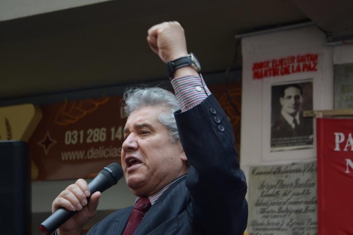 Varias personas se reunieron en el lugar donde fue asesinado Jorge Eliécer Gaitán para rendir un homenaje a su memoria. Foto: Sergio Daza