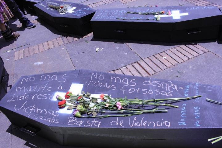 Acto de rechazo a la violencia por un grupo de ciudadanos. Foto: María Paula Parada