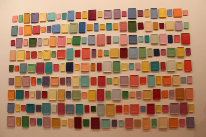 Nombre: Collection of Two Hundred and Sixteen Plaster Surrogates, artista: Allan Mccollum. Foto por:  Luz Mariana Rojas Zawadzky