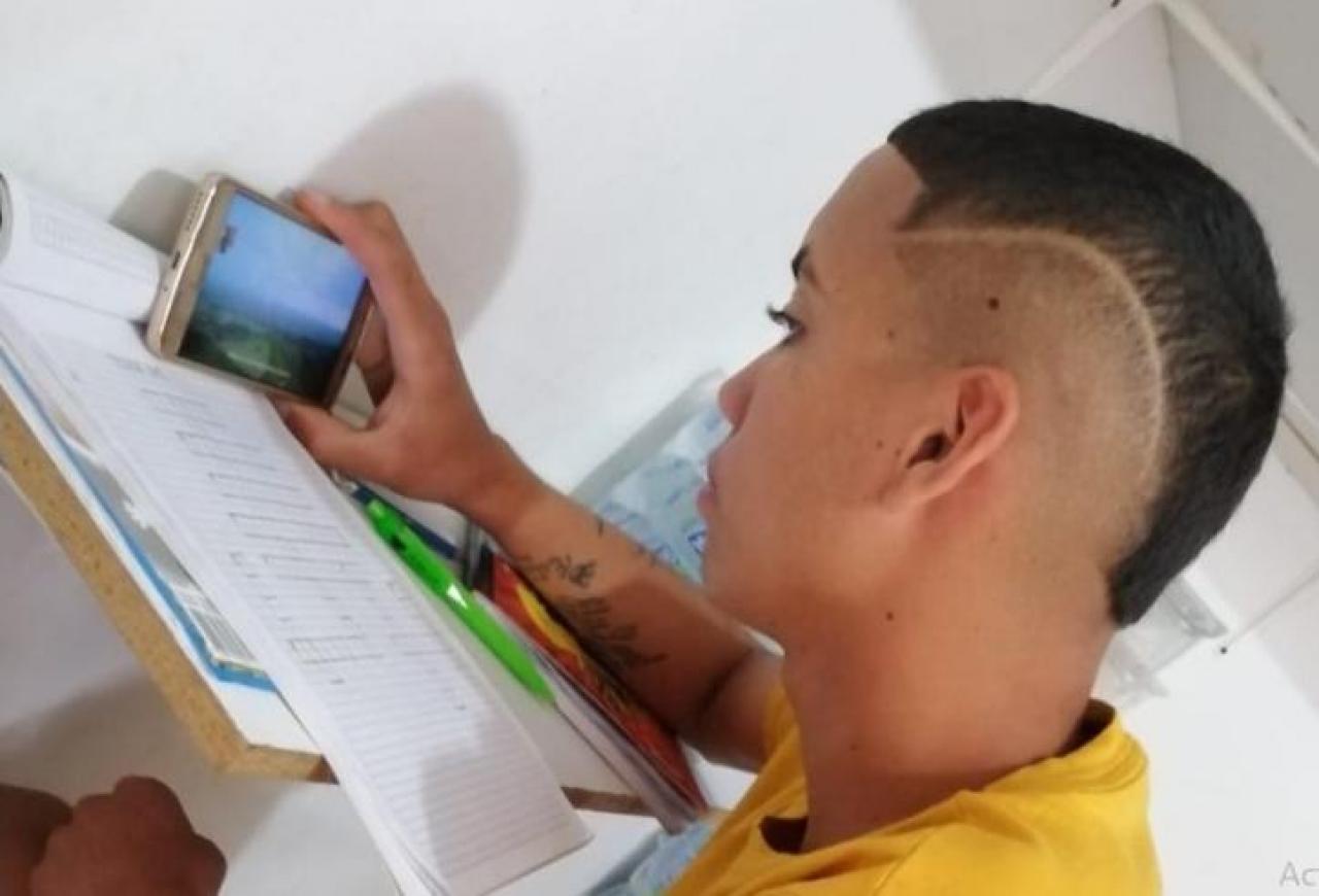 Más del 60% de los estudiantes de colegios públicos en Colombia no tiene acceso a Internet para continuar con sus clases