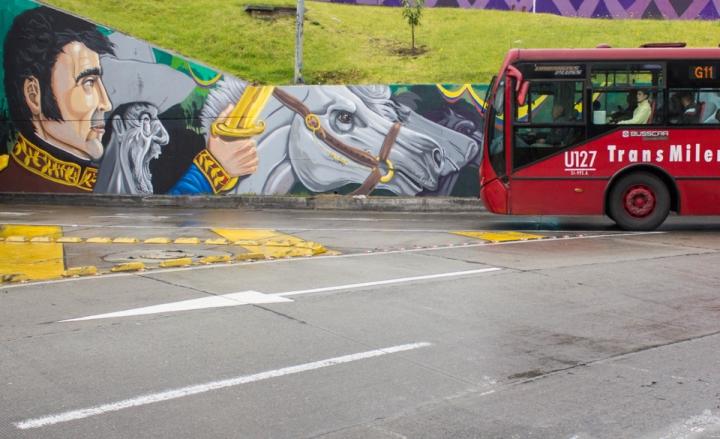 Ahora los usuarios pueden ver diversas caras y símbolos de la patria pintados en los muros de la rotonda. Foto: Juan David Lozano Aranguren