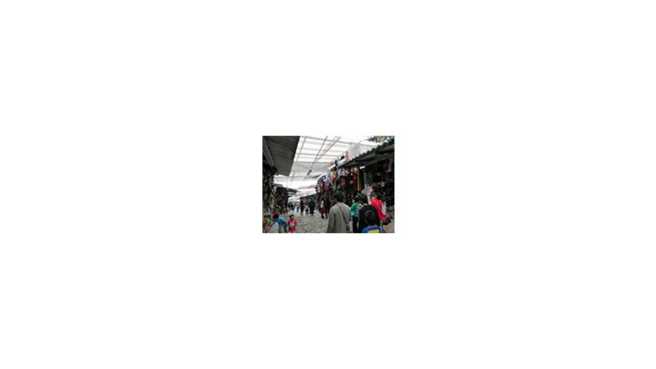 El camino de obstáculos para los comerciantes de Monserrate