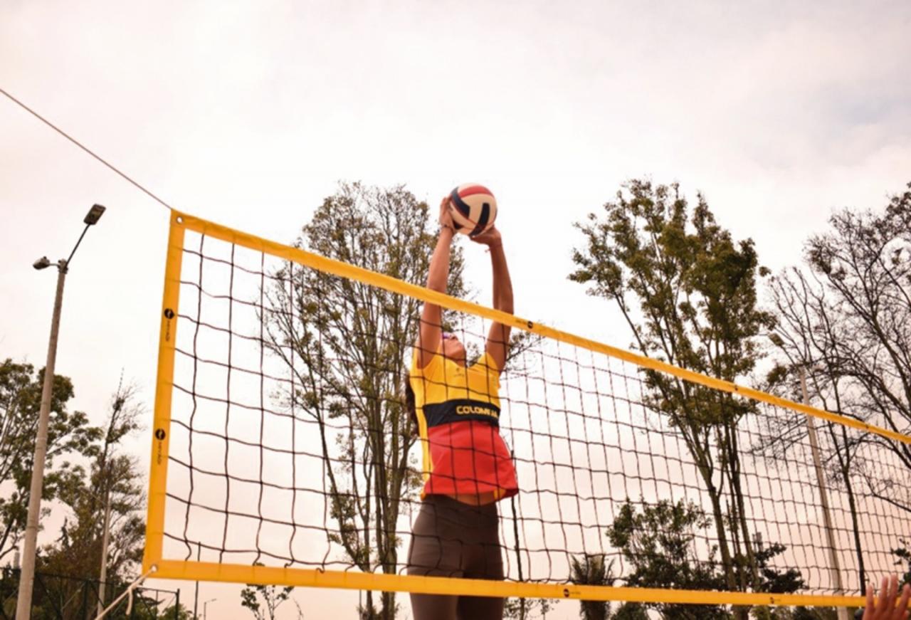 Callar frente al acoso para no perder tu carrera deportiva en el voleibol playa