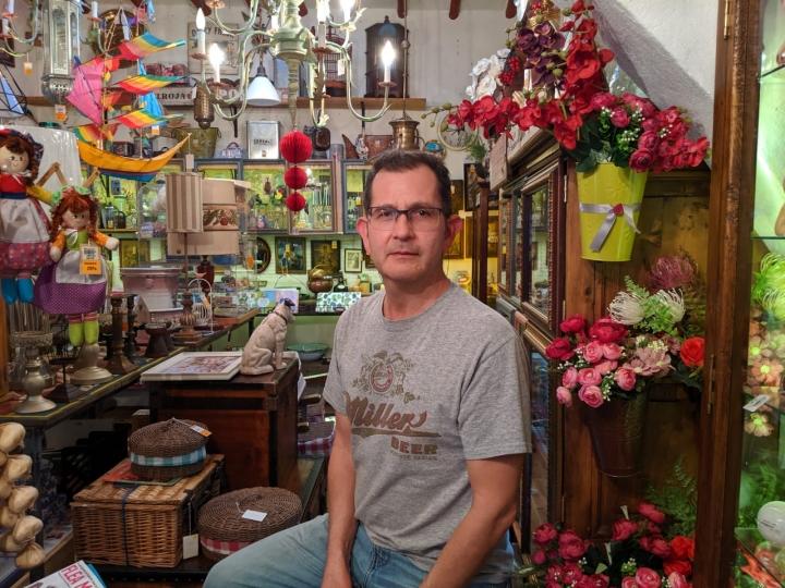 Oscar Celi en su tienda 'Bonito Bonito'