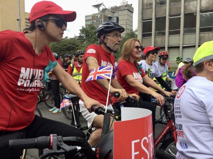 Una fiesta en la ciclovía da inicio al quinto Festival 'Ni con el pétalo de una rosa'